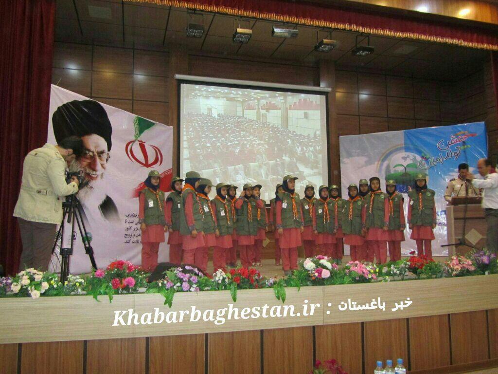 برگزاری سرود دانش آموزی همیاران طبیعت مدرسه فاطمه پزشکی نصیرآباد به مناسبت هفته منابع طبیعی
