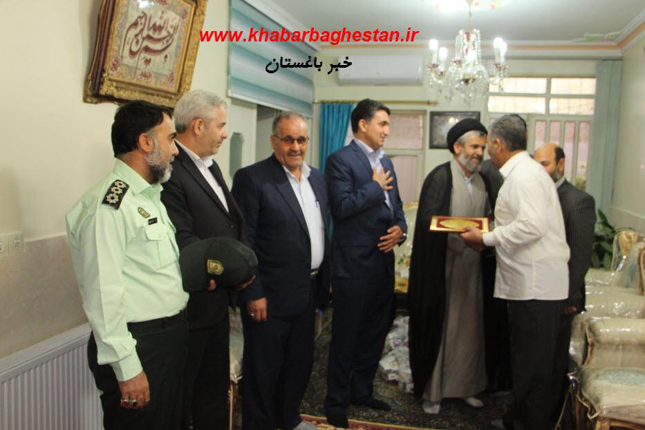 دیدار امام جمعه و دکتر رنجبر و اعضای محترم شورای اسلامی شهر با جانباز سرافراز صفرنژاد