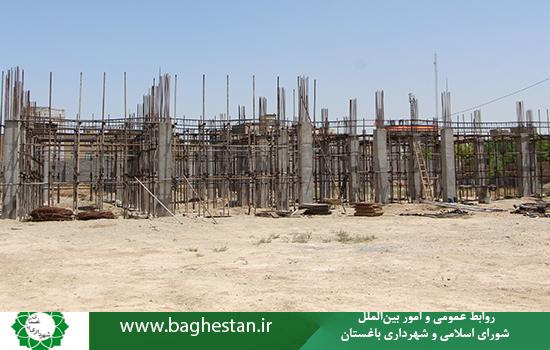 شهردارباغستان از اتمام عملیات مرحله بتن ریزی ساختمان درمانگاه نصیرآباد