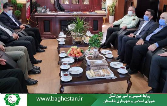 همزمان با ۱۳ مهر روز هفته نیروی انتظامی مدیران شهری باغستان با فرمانده انتظامی ویژه غرب استان تهران دیدار کردند