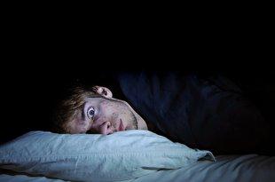 عادتهای بدی که قبل از خواب نباید انجام داد