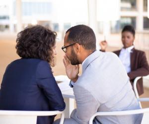 با همکار خبرچین چطور باید رفتار کرد؟