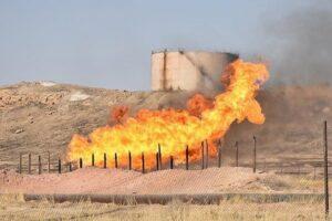 آتش اطراف خطوط لوله نفت