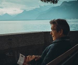 آنچه در پیری حسرتش را خواهی خورد